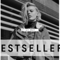 Сотрудники в интернет-магазин брендовой одежды, обуви и аксессуаров