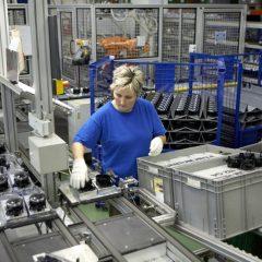 Работа на производстве пластмассовых запчастей для автомобилей