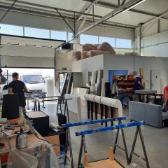 Работа на предприятии по производству мягкой мебели: упаковщики готового товара, обойщики мебели, швеи